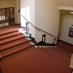 Jedno ze čtyř schodišť